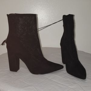 Forever 21 pointy toe lace bootie size 8